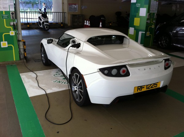 1280px-HK_Central_Star_Ferry_Multi-storey_Carpark_EV_Electric_Vehicle_Charging_white_race_automobile_Dec-2012